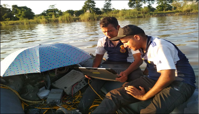 नौसेना की गोताखोरी टीम ने असम में दिखोव नदी में डूबे हुए वाहन का पता लगाया