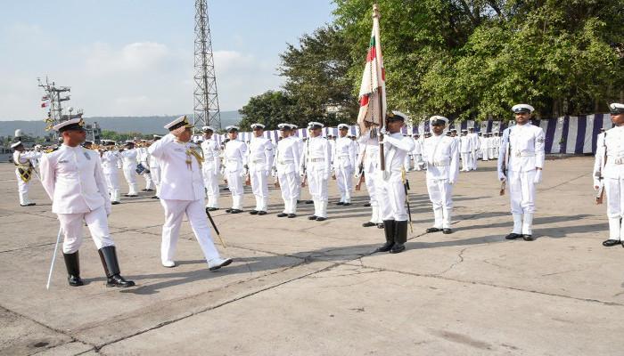 रियर एडमिरल सूरज बेरी ने फ्लैग ऑफिसर कमांडिंग पूर्वी बेड़े के रूप में कार्यभार संभाला