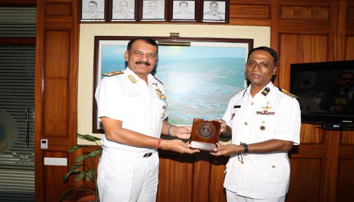 बांग्लादेश नौसेना के अधिकारियों ने भारतीय नौसेना अकादमी का दौरा किया