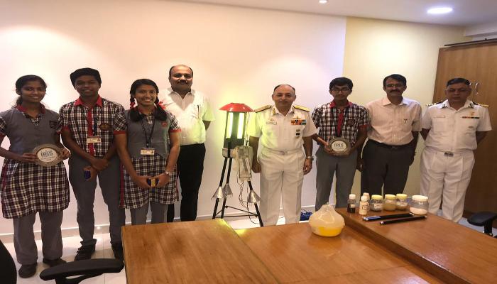 वाइस एडमिरल अनिल कुमार चावला ने कोच्चि स्थित केंद्रीय विद्यालय के छात्रों को बधाई दी