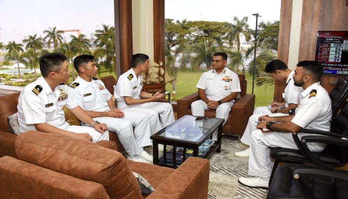 जापानी नौसेना पोतों का कोच्चि दौरा