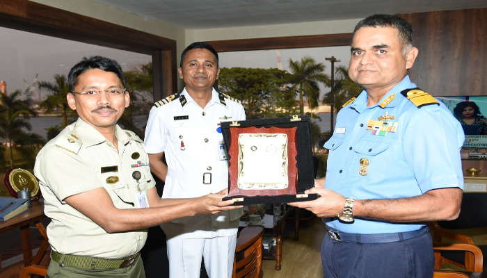 बांग्लादेश नौसेना पोत ढलेश्वरी का कोच्चि दौरा