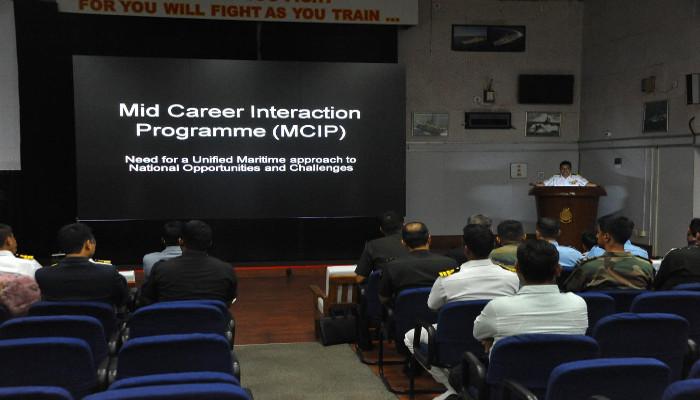 सशस्त्र बलों तथा प्रशासनिक सेवाओं के अधिकारियों के बीच मिड कैरियर इंटरैक्शन प्रोग्राम 2018 का आयोजन