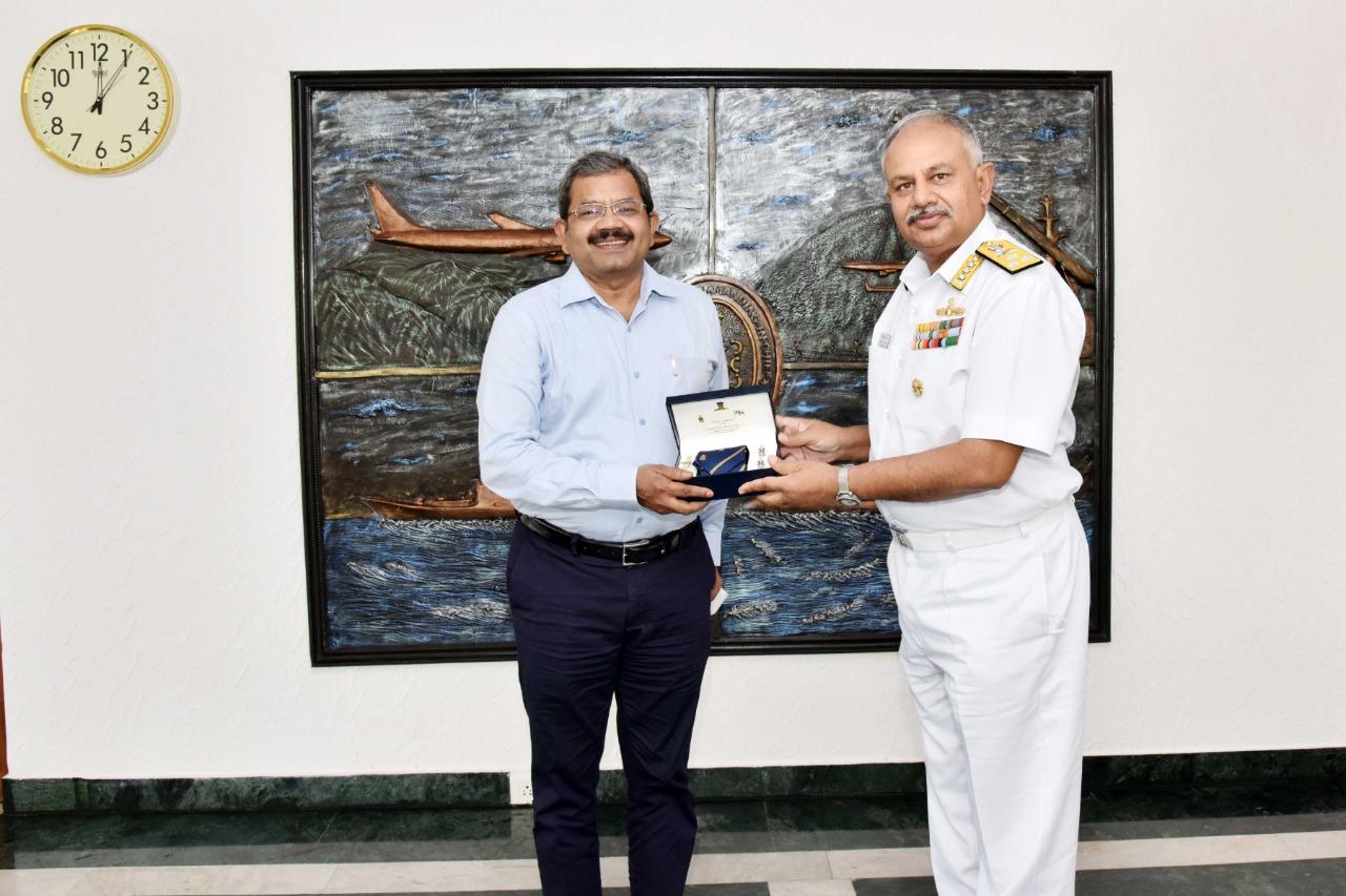वीपीटी चेयरमैन श्री के.आर. मोहना राव ने वाइस एडमिरल ए.बी. सिंह, एफ़ओसी-इन-सी ईएनसी से बातचीत की