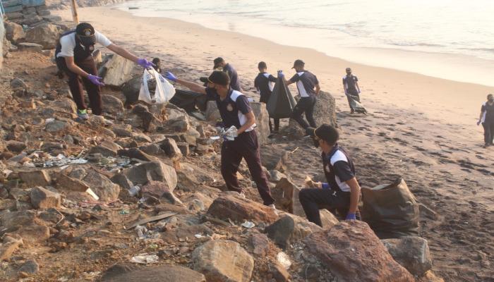 भारतीय नौसेना द्वारा समुद्र तट सफाई अभियान किया गया